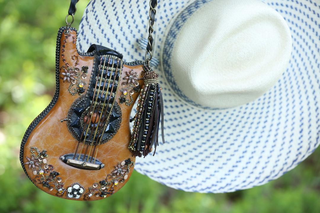 guitar-purse-closeup-salmagundi-straw-hat_1353