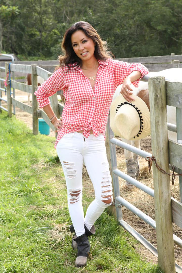 red-plaid-shirt-white-denim-gray-booties-straw-hat-IMG_7403