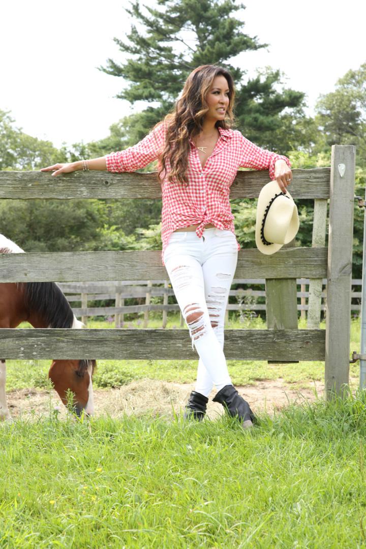 wavy-hair-red-plaid-shirt-white-denim-horse-IMG_7428